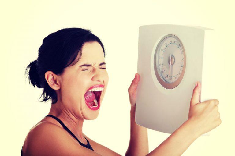 ダイエットで体重ばかり気にして心が折れていませんか?|ダイエット時の体重変動の見方